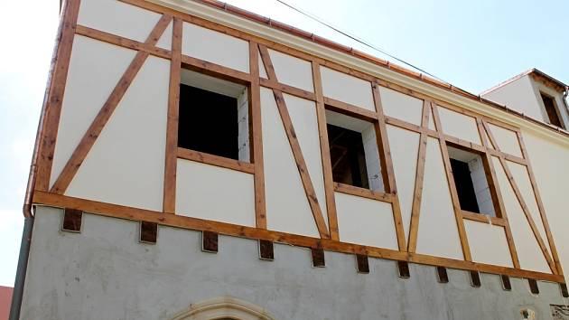 Nový dům v Klácelově ulici ve Znojmě nahradil ruinu.