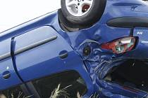 O velkém štěstí, že v protisměru nepotkal jiné auto nebo cyklistu, může hovořit řidič modrého Peugeotu 206, který havaroval v neděli kolem jedenácté hodiny dopolední na silnici druhé třídy mezi Hlubokými Mašůvkami a Příměticemi na Znojemsku.
