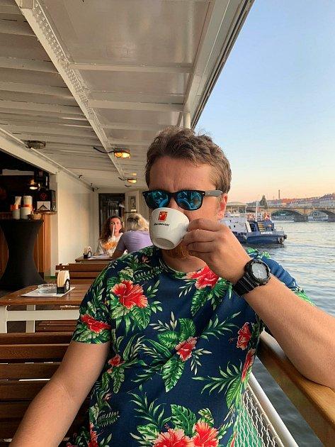 Překladatel Petr zpěváček má rád ikávu.