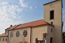 Zcela novou střechu získá již zítra kostel svatého Klementa Hofbauera v Tasovicích.