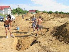 Archeologové zkoumají místo ještě nedokončené I. stavby obchvatu Znojma.