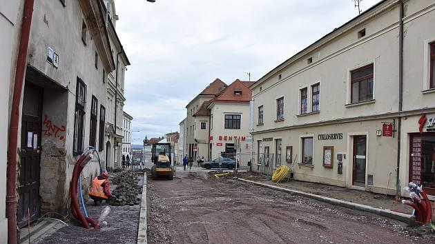 Nové chodníky, komunikace i veřejné osvětlení. Znojemští investují do oprav přes čtyřicet milionů korun. Na snímku Horní Česká.