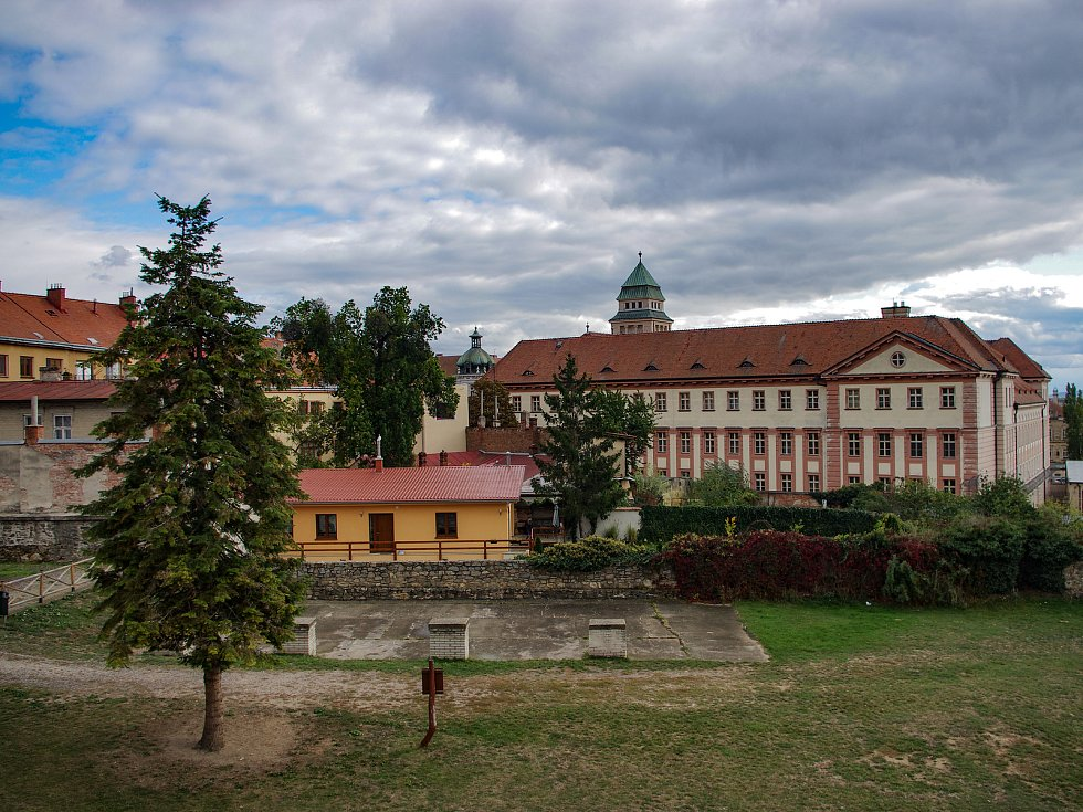 Někdejší kapucínský klášter ve Znojmě.