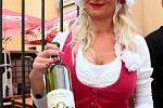 Krátce po páteční třetí hodině odpolední začali městští konšelé otevírat mázhauzy plné vína. Začalo Znojemské historické vinobraní 2019.