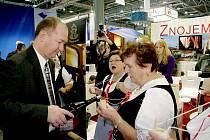 Nejvíce lidí přilákala ke znojemskému stánku na brněnském výstavišti při veletrhu Regiontour ochutnávka vín.