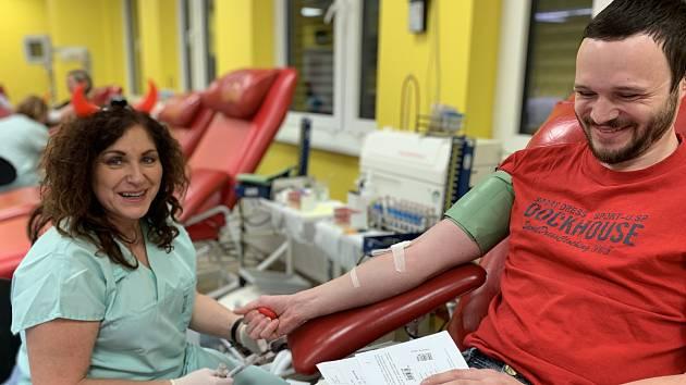 Desítky lidí poprvé ve Znojmě darovaly zdarma krev