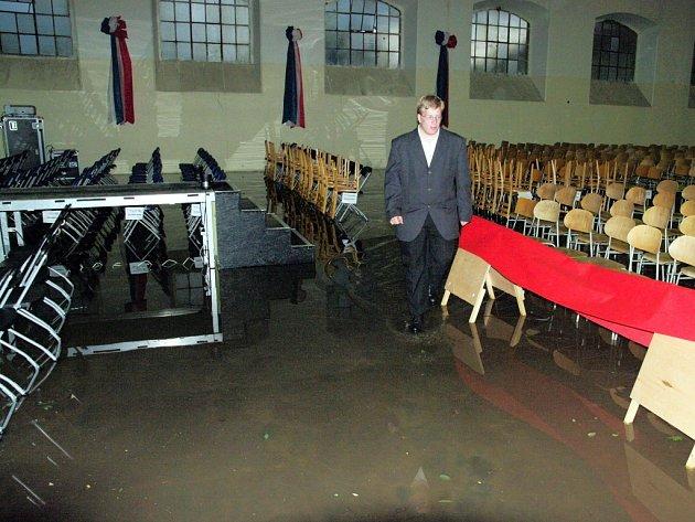 Jízdárnu Louckého kláštera využívají při špatném počasí k pořádání koncertů i organizátoři znojemského hudebního festivalu. V roce 2010 ale i do ní natekla při průtrži mračen voda.