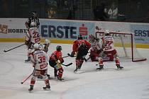 Znojemští hokejisté nezvládli ani druhý domásí zápas a po porážce 3:6 tak prohrávají v sérii s Klagenfurtem 1:2.
