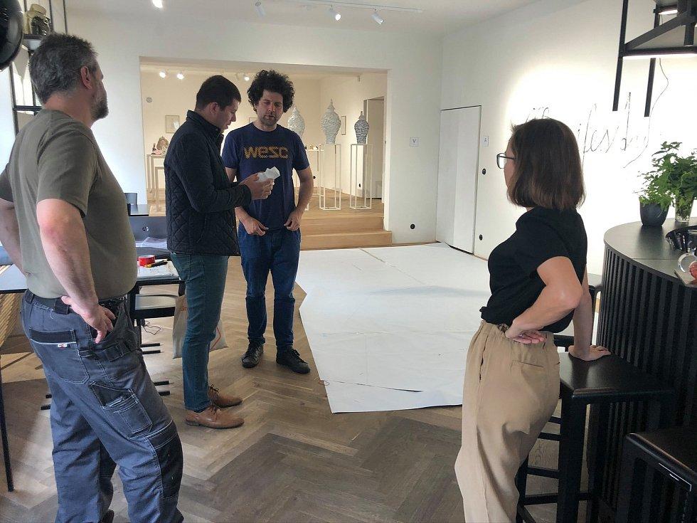 Zástupci Galerie a Prostor a města se sešli s Maximem Velčovským.