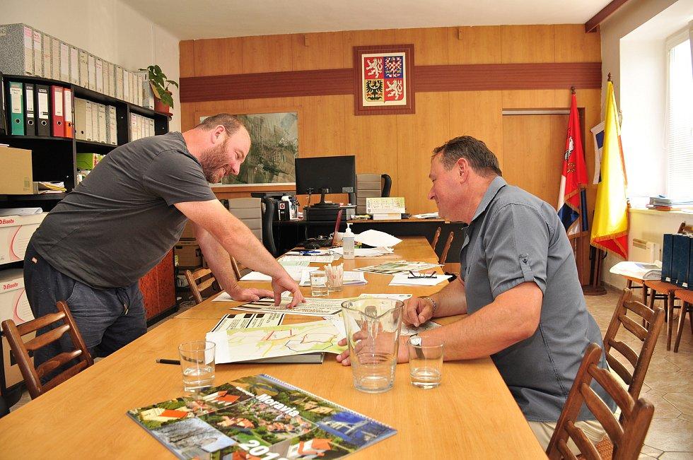 Višňové: vpravo starosta městyse Vladimír Korek, vlevo místostarosta Pavel Havelka