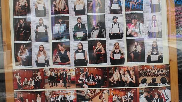 Studentská tabla po roce opět plní výlohy v centru Znojma.