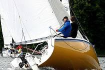 Otec a syn Procházkovi (na snímku) z Yacht clubu Znojmo ujeli na Slapech všem protivníkům. Letos je čeká i mistrovství republiky. Ilustrační foto.
