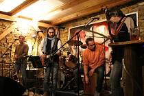 Plenkovický hudební klub Stodola zaplnili v sobotu večer hosté, kteří si přišli poslechnout společný koncert kapel Pepa Barnet & Sešup a Durman Durman.