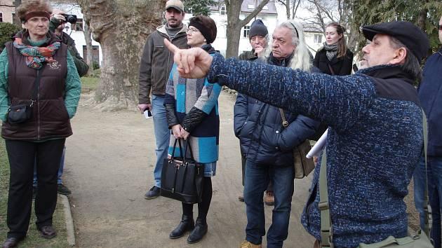 Projektanti představili své plány pro obnovu Jubilejního parku zájemcům přímo na místě.