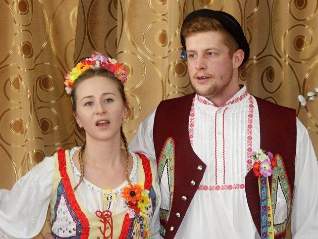Kulturní dům ve Slupi zaplnila o sobotním odpoledni výstava rukodělných výrobků, kterou provázelo společné zpívání a posezení u vína.