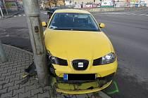 Sedmapadesátiletá žena nezvládla manévr s osobním autem. Nadýchala tři promile.