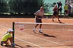 Tenistka Petra Kvitová zavítala v sobotu do Znojma, aby sehrála exhibiční zápas s Barborou Strýcovou a ministrem financí Andrejem Babišem.