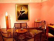 Zámek ve Vranově nad Dyjí nabízí výstavu Dámský salon.