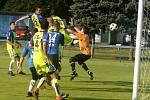 S číslem dvanáct nastupuje v obranných řadách Tasovic Daniel Odehnal (ve žlutém dresu), který přišel na hostování z 1.SC Znojmo FK.
