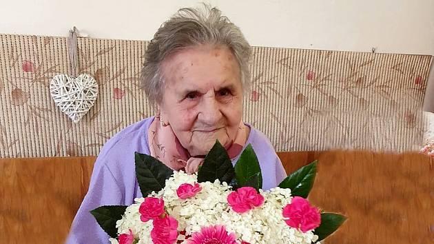 Nejstarší obyvatelkou České republiky je Marie Holíková z Blížkovic na Znojemsku. 15. 7. 2020 oslavila 109 let.