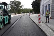 Po měsících rekonstrukce předají krajští silničáři cestujícím do užívání nový přestupní terminál u vlakového nádraží Hrušovany nad Jevišovkou - Šanov.