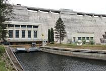 Lidé se mohou přijít podívat na Vranovskou přehradu také na to, jak se vyrábí elektřina. Zdejší vodní elektrárna nabízí prohlídky pro veřejnost.