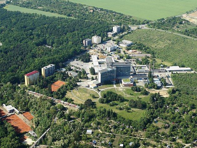 Letecký pohled na novou znojemskou nemocnici.
