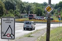 Mosty směrem ze Znojma na Suchohrdly u Znojma a Dobšice jsou v těchto dnech v péči silničářů. Na frekventované silnici směrem na Brno se tvoří kolony aut.