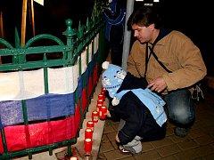 Především obyvatelé Dobšic si vpředvečer 20. výročí sametové revoluce připomněli události listopadu 89