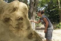 U Bítova vznikají  sochy z písku.