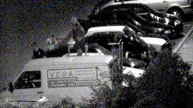 Mladík dělal stojku na autě. Před policejní kamerou.