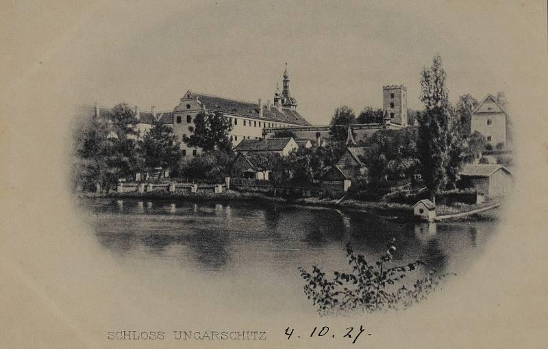 Obnova Státního zámku Uherčice na Znojemsku. Historické foto. Se souhlasem Státního zámku Uherčice