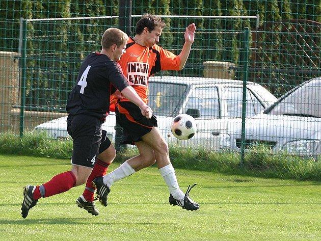 Fotbalisté FK Inzert Expres Znojmo si lehce poradili s předposledním mužstvem tabulky Velké nad Veličkou a vyhráli 4:2.