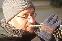 V mrazivém sobotním dopoledni zněl centrem Znojma dixieland v podání Kouda´s Quartetu.
