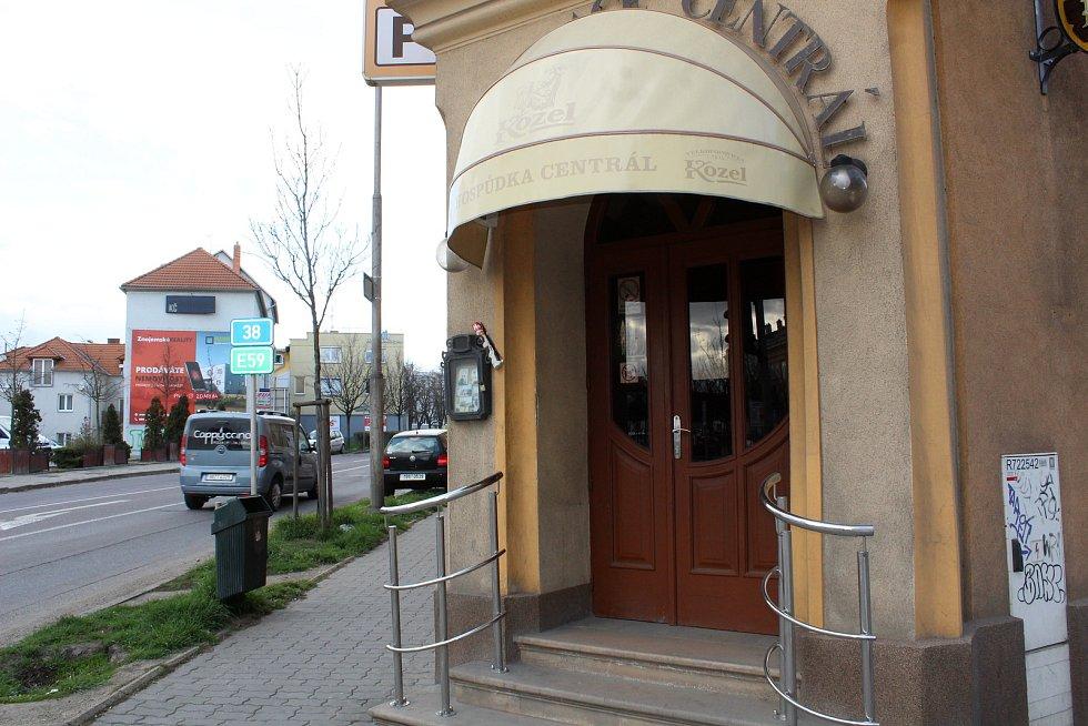 Zavřeno hlásí například znojemská restaurace Centrál.