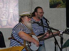 Jazz Fest v roce 2013: Páteční program Jazzfestu patřil tradiční jazzové noci v klubech. Program zahájil znojemský Šarivary swing band v hotelu Lahofer, během večera, se pak na scénách vyskoškolského klubu Harvart, café Oáza a Hospůdky Na Věčnosti další.