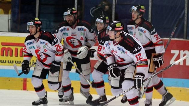 Znojemští hokejisté zvítězili potřetí za sebou. Orli z Villachu si odvezli z ledu znojemských Orlů drtivou porážku 2:7.