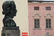 Busta vynálezce bleskosvodu Prokopa Diviše ve Znojmě.
