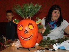 Za pomoci rodičů vytvořily děti nápadité podzimní ozdoby.