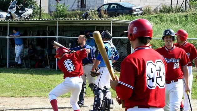 DRTIVÉ VÍTĚZSTVÍ. Znojemští baseballisté si v prvním podzimním utkání připsali na své konto vysoké vítězství 19:1. Deklasovali rezervu brněnských Hrochů a pojistili si třetí místo v tabulce.