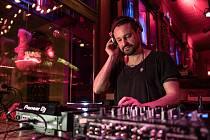 Rebel už od základní školy. To je známý znojemský DJ Oldřich Šic, který se svojí muzikou prorazil i do německých a rakouských rádií.