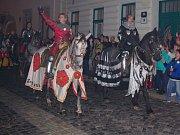 Program prvního dne Znojemského vinobraní vyvrcholil tradičním večerním historickým průvodem. V ulicích města jej sledovaly tisíce návštěvníků.