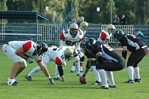Znojemští Knights (v bílém) prohráli s hráči Liberec Titans o šest bodů 33:39.