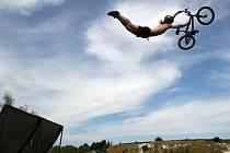 Závod Zrakvise si postupně získává na oblibě. Závodníci často předvádějí extrémní skoky spojené s obtížnými triky, což se líbí i divákům.