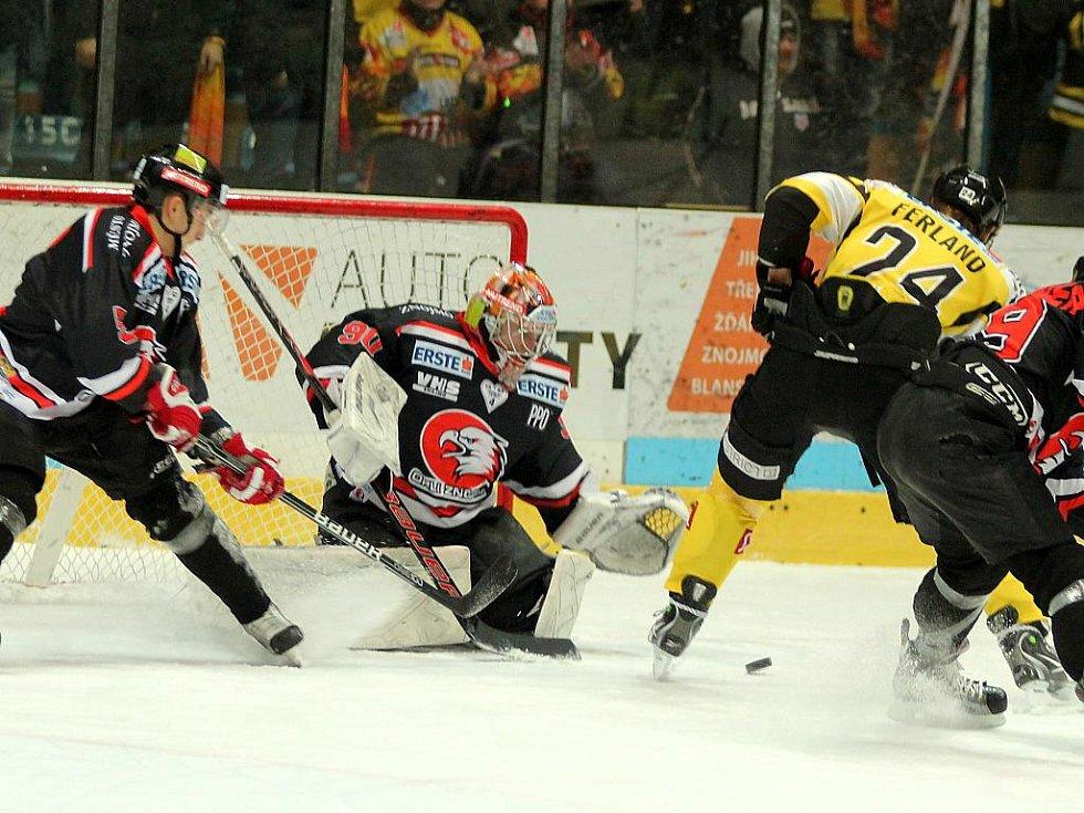 Poprvé Orli nebodovali v zápase o postup do play off. S Vídní prohráli 2:4.