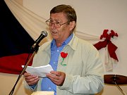 K více než dvěma stovkám posluchačů promluvil bývalý předseda KSČM Miroslav Grebeníček.