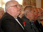 Drtivou většinu posluchačů tvořili důchodci.