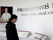Den otevřených dveří Křížového sklepa a Památníku Prokopa Diviše využili 7. června 2013 zájemci o prohlídku památníku vynálezce bleskosvodu.