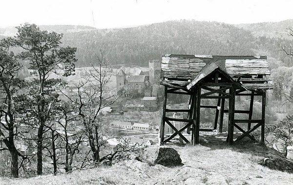 Dobová fotografie Hardeggu a jeho okolí.