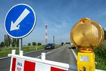Dopravní značení u opravované silnice. Ilustrační foto.